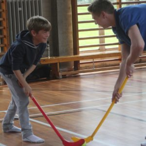 children play hockey